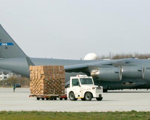 Un al treilea transport aerian cu echipamente medicale din Coreea de Sud, așteptat să ajungă în România